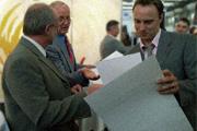 Michael Schultze beim Erhalt seines Meisterbriefes